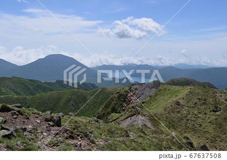 男体山と中禅寺湖(日光白根山からの眺望) 67637508