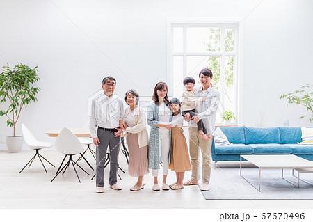 三世代家族、リビング、マイホーム 67670496
