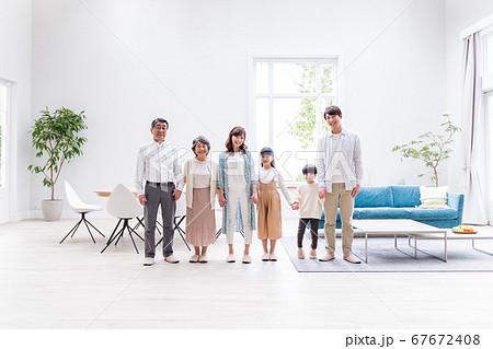 三世代家族、リビング、マイホーム 67672408