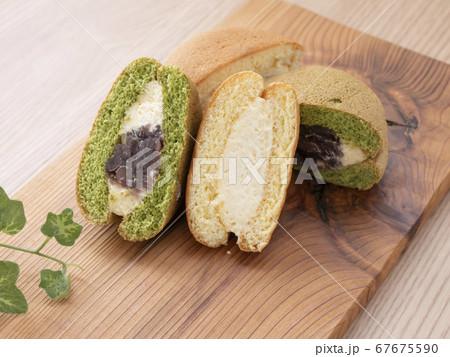 ふわふわクリームサンドの焼き菓子 67675590
