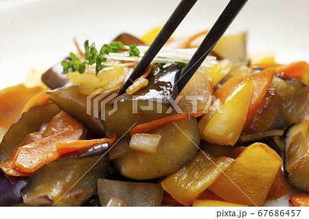 茄子と黄色いパプリカの炒め物 67686457