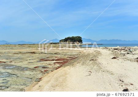 小倉から船で行くねこの島としても知られる藍島の北のはずれにある独特な海岸 67692571