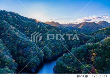 (茨城県)竜神大吊橋からのぞき込む、竜神峡 紅葉 67693931