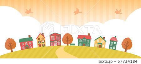 夕暮れの秋の街並み 67734184
