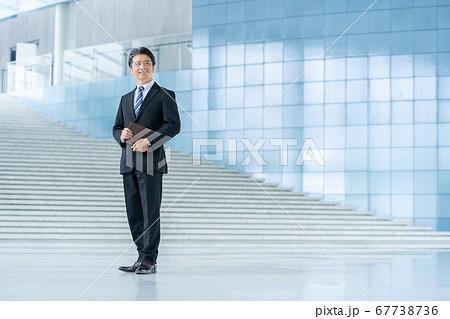ミドルビジネスマン 経営者 男性会社員 67738736