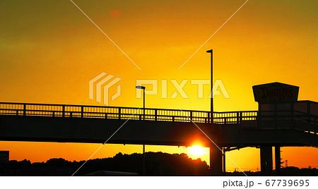 夕暮れの風景(国道6号我孫子市付近の歩道橋) 67739695