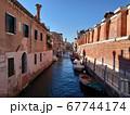 ヴェネツィアの美しい運河 67744174