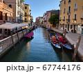 ヴェネツィアの美しい運河 67744176