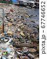 プラスチックごみで汚染されたカンボジアの海岸 67746652