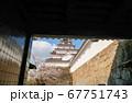 会津若松 鶴ヶ城 鉄門の中から撮った天守閣(桜) 67751743