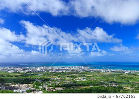 沖縄・石垣島・バンナ公園から見た市街 67762165