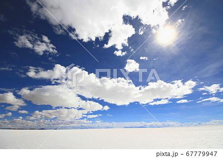 ウユニ塩湖  67779947
