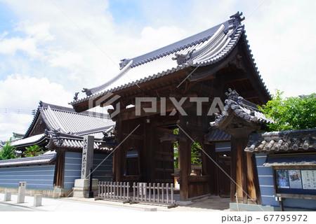 城下町の風情を残す尼崎寺町の本興寺 67795972