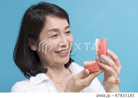 入れ歯イメージ 67833185