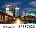夜の横浜ベイエリア クイーンの塔とみなとみらい21 67837622