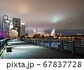 夜の横浜ベイエリア クイーンの塔とみなとみらい21 67837728
