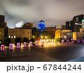 横浜 ライトアップされた神奈川県庁と開港波止場 67844244