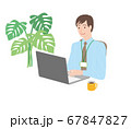 パソコン操作する男性 67847827