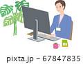 パソコン操作する女性 67847835