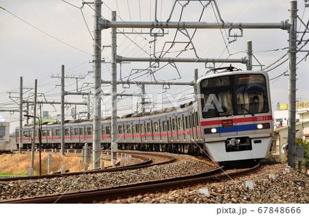 京成本線、町屋・千住大橋駅間を走る特急列車(3700形) 67848666