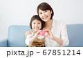 笑顔の家族 67851214