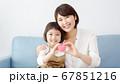 笑顔の家族 67851216