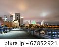 夜の横浜ベイエリア クイーンの塔とみなとみらい21 67852921