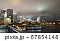 夜の横浜ベイエリア クイーンの塔とみなとみらい21 67854148