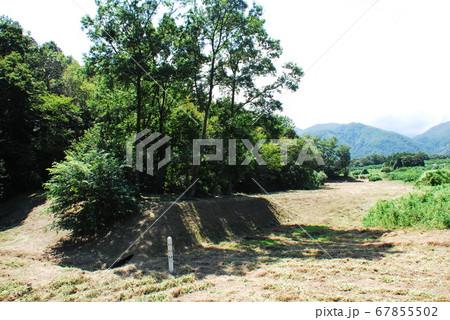 史跡 新府城跡にある北の帯曲輪に存在する鉄砲陣地の東出構(山梨県韮崎市) 67855502