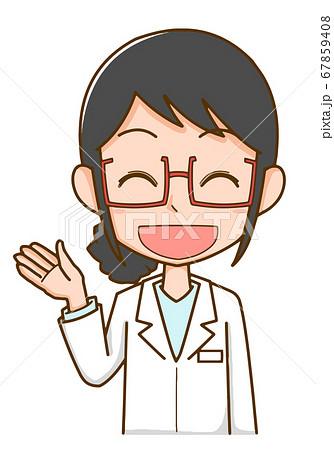 手を上げて紹介する白衣を着た医療関係者の女性 67859408