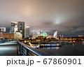夜の横浜ベイエリア クイーンの塔とみなとみらい21 67860901