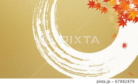 日本風の秋をモチーフにした金色の背景 67882879