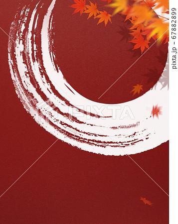 日本の秋をイメージした赤い和紙の背景 67882899
