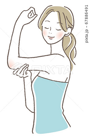 腕をマッサージする女性 67886491