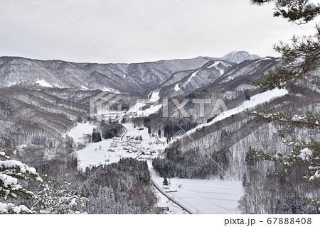 雨呼山から見える水上宝台樹スキー場 67888408