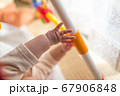 赤ちゃんの手のぷにぷに 67906848