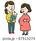 妊婦さんと赤ちゃんを抱くママ  67913274