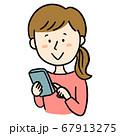 スマホで検索する女性 67913275
