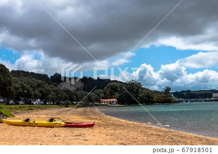 ニュージーランドのビーチで見たシーカヤック 67918501