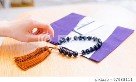 数珠 袱紗(ふくさ) 不祝儀袋 コピースペース 16:9 67938111