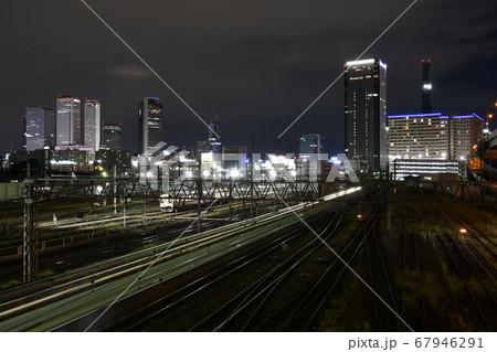 名古屋市の向野橋から見た列車の光跡と名古屋駅、ささしまライブ24地区の夜景 67946291