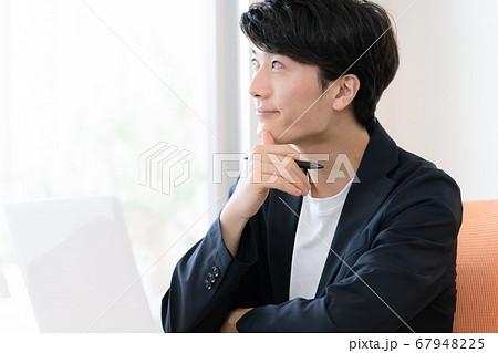 テレワークをする男性【サテライトオフィス】 67948225