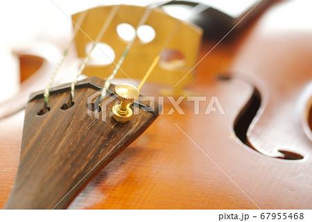 ヴァイオリンのアジャスター 67955468