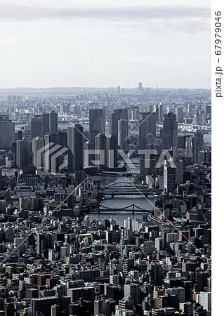 東京スカイツリーの展望台から見た東京ベイエリアの風景 67979046