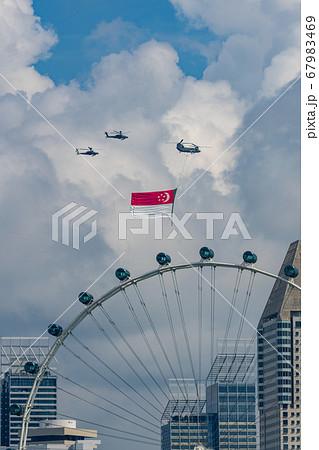【シンガポール】シンガポール国旗の儀礼飛行とシンガポールフライヤー 67983469