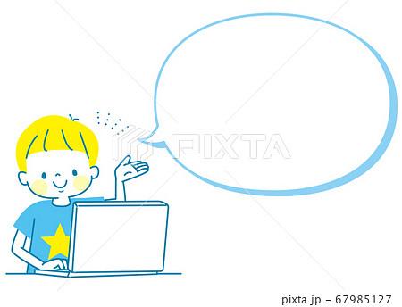 パソコンでプログラミングをする男の子 67985127