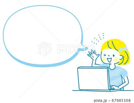 パソコンを紹介する女の子 67985308