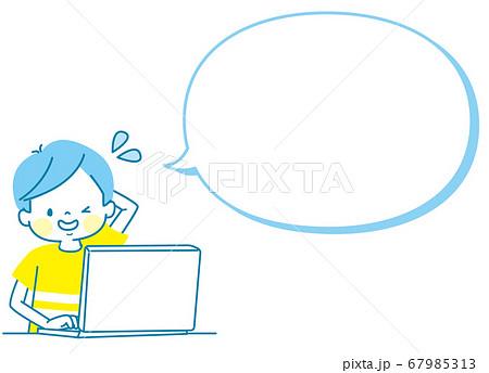 パソコンでプログラミングをする男の子(困った) 67985313