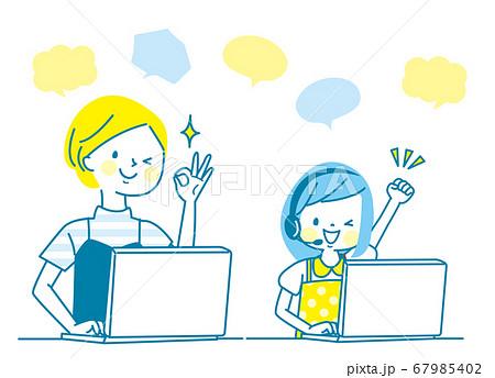 笑顔の親子とパソコン 67985402