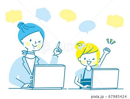 笑顔の親子とパソコン 67985424